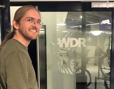 Dr. Felix Boes bringt Schülern bei der WDR MINT-Akademie das Thema Cyber Security näher
