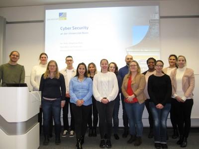 Einen Überlick über das Thema Cyber Security bot Dr. Felix Boes.