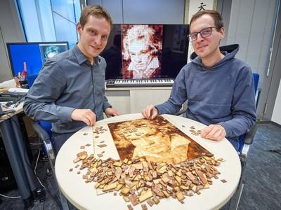 hier zu sehen mit Doktorvater Prof. Matthias Hullin (links).  © Archivbild: Volker Lannert/Uni Bonn