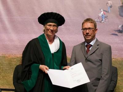 Prorector Prof. Dr. Karin Holm-Müller and Dr. Matthias Frank